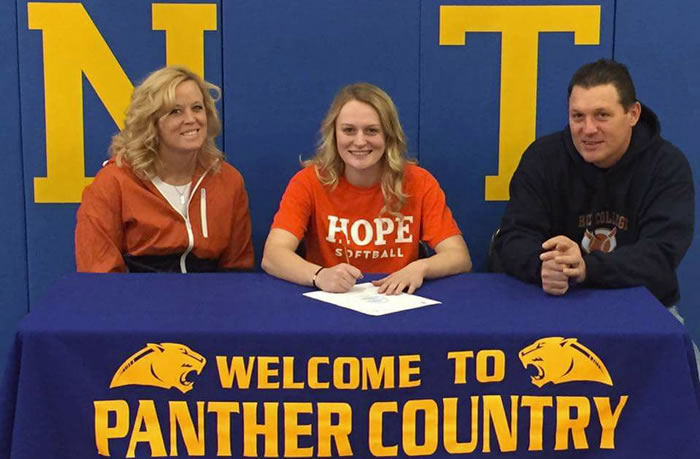 Jo Cook Commits to Hope College