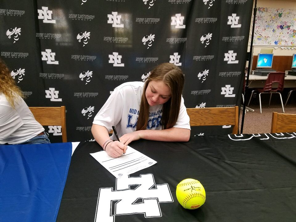 Charleigh Birchmier Commits to Mid Michigan College