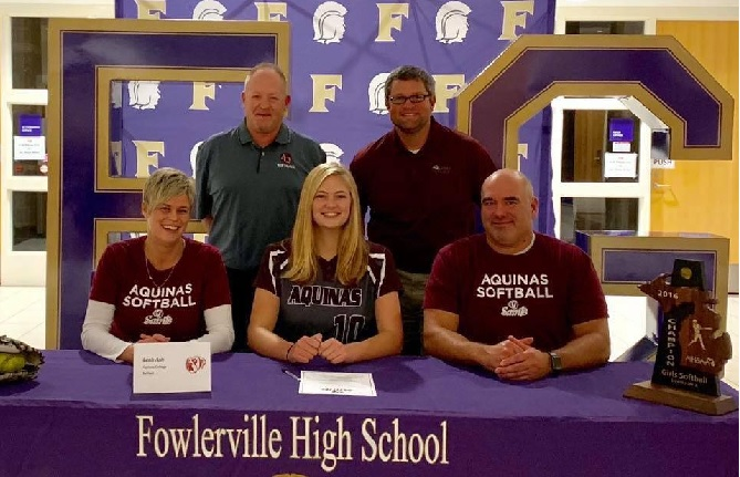 Leah Ash Commits to Aquinas College