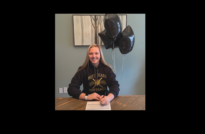 Jordyn Hobson Commits to Mott CC